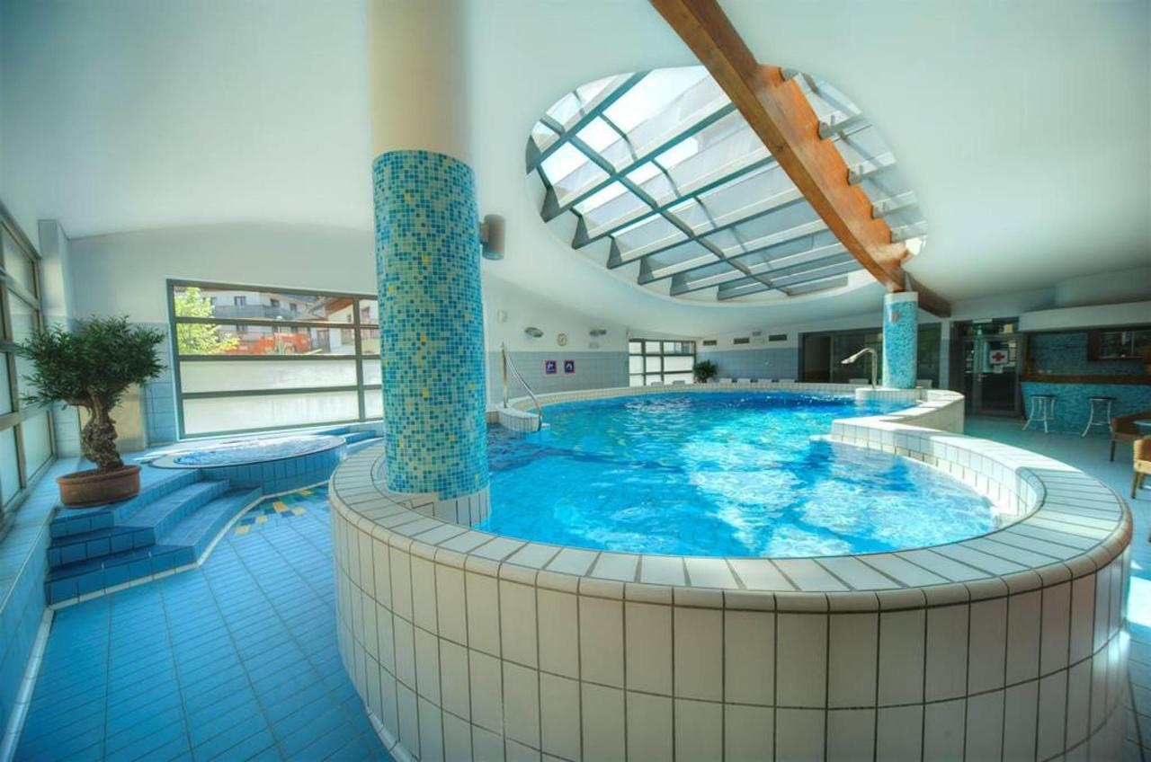 Pool, Saunas & Massage