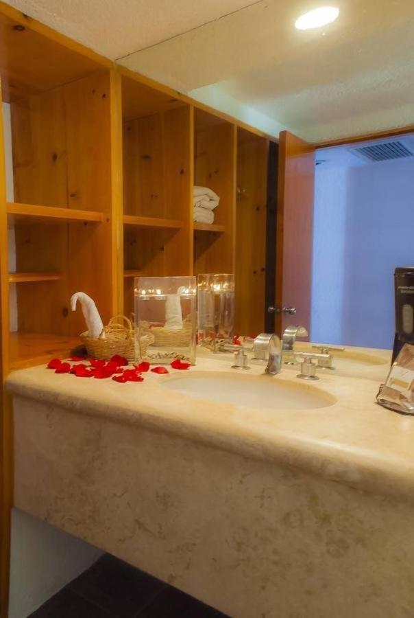 Hotel Los Patios - baño.jpg