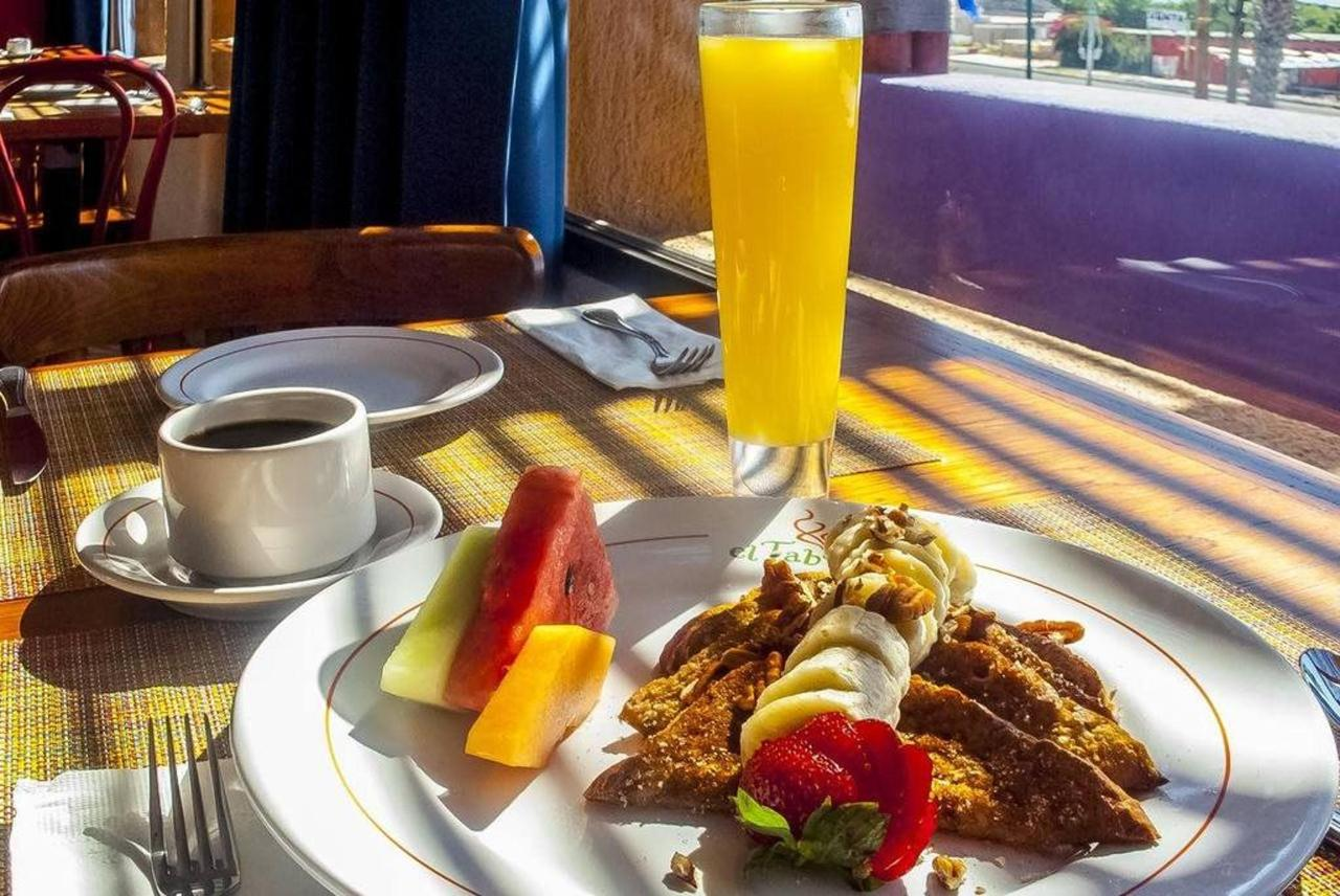 Hotel Los Patios - Variedad desayuno.jpg