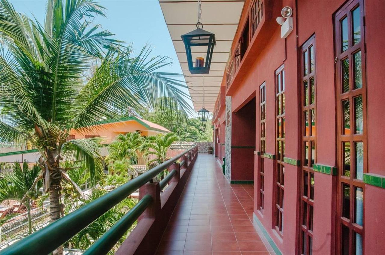 Playa Bejuco Hotel - Halls.jpg