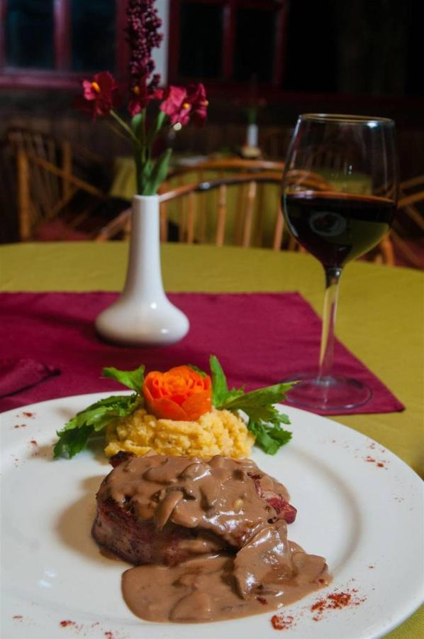 Playa Bejuco Hotel - Restaurant dishes.jpg