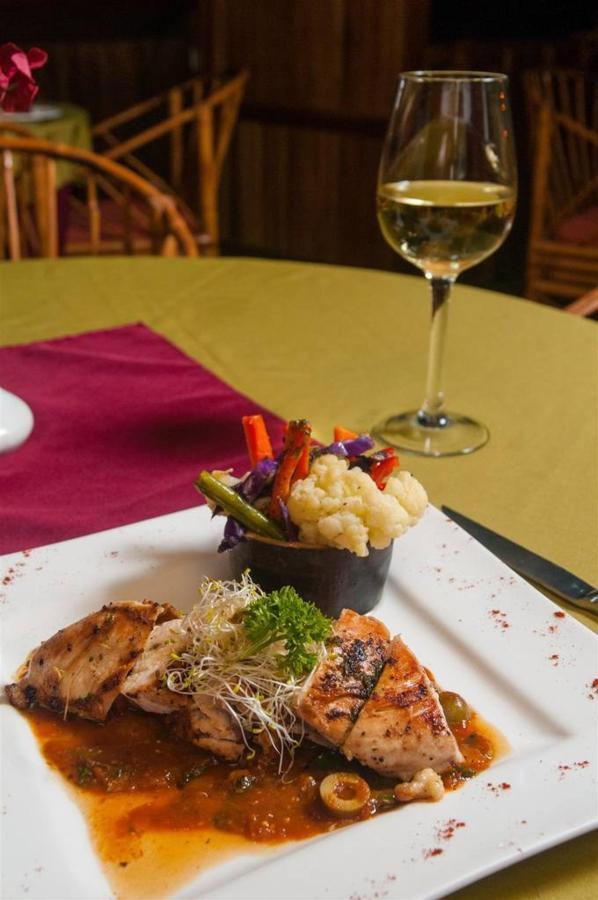 Playa Bejuco Hotel - Dinner.jpg