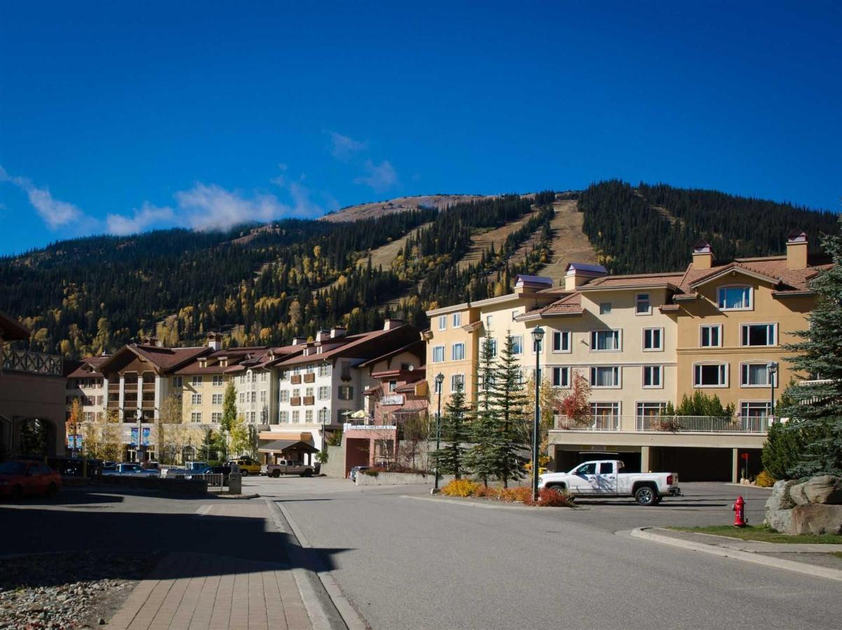 Summer view of the Cahilty Hotel..jpg