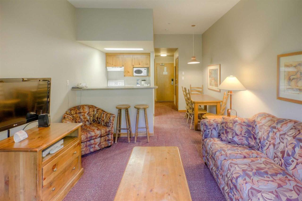 Family Suite living room .jpg