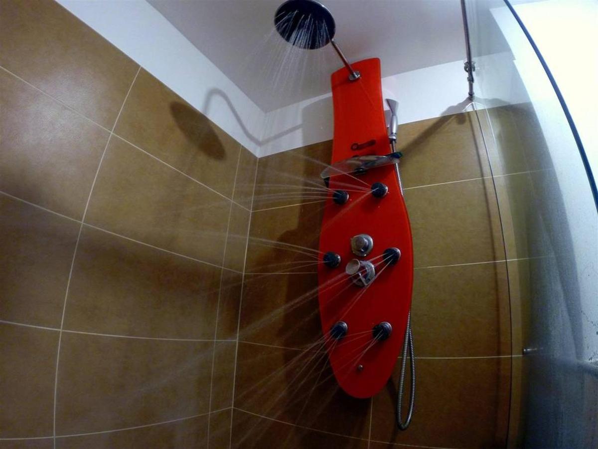 Baño ducha masaje habitaciones Aqua Granada Hotel