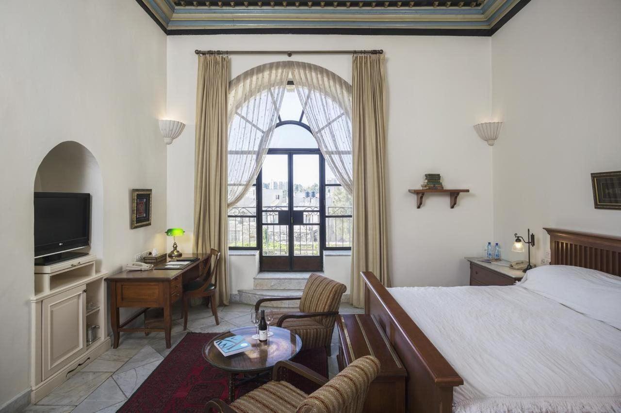 Deluxe Pasha Room.jpg