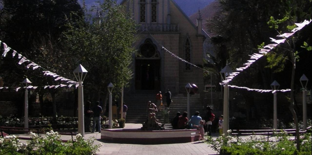 Plaza del Pueblo Pisco Elqui.jpg