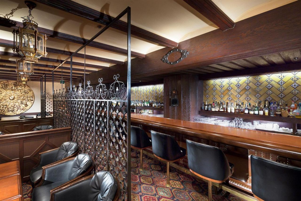 ร้านอาหารและบาร์