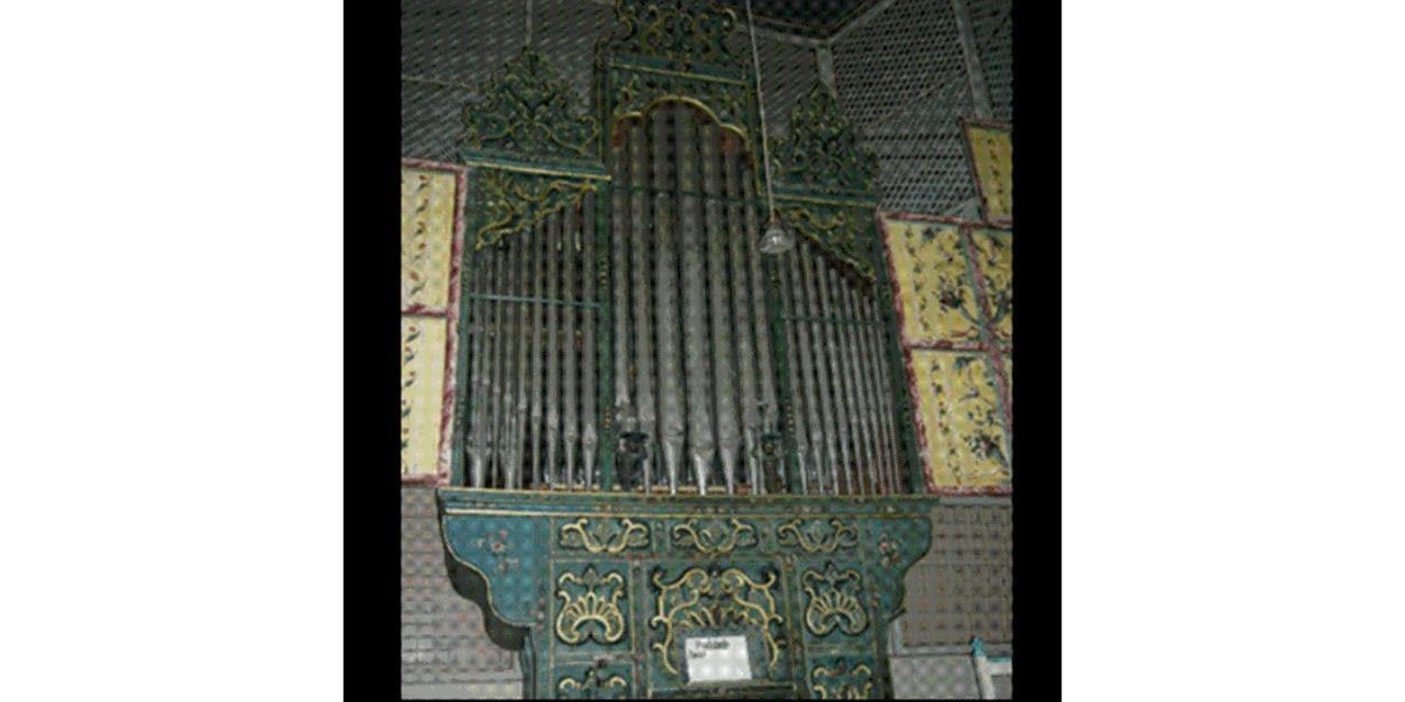 Organo della chiesa di Santa Clara, di fronte alla hotel.jpg