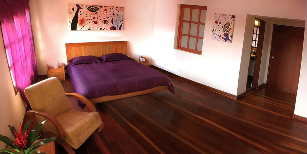Executiva Morada,Hotel Casa Deco, Bogotá, Colombia.jpg