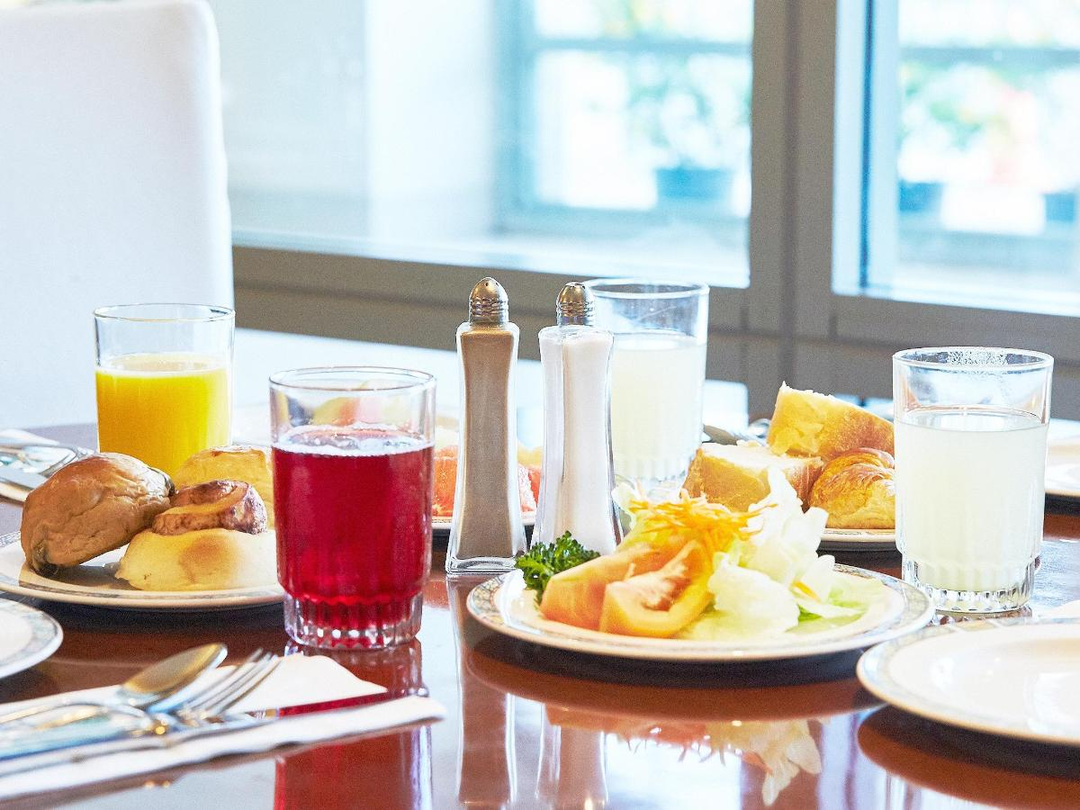 Lago Restaurant Breakfast.jpg