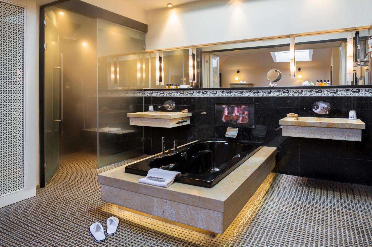 Penthouse Suite Bathroom.jpg