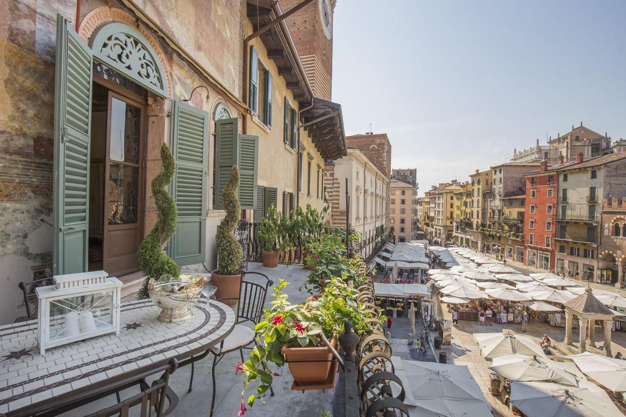 Verona - Piazza Erbe 2 Bedroom Suite with Terrace