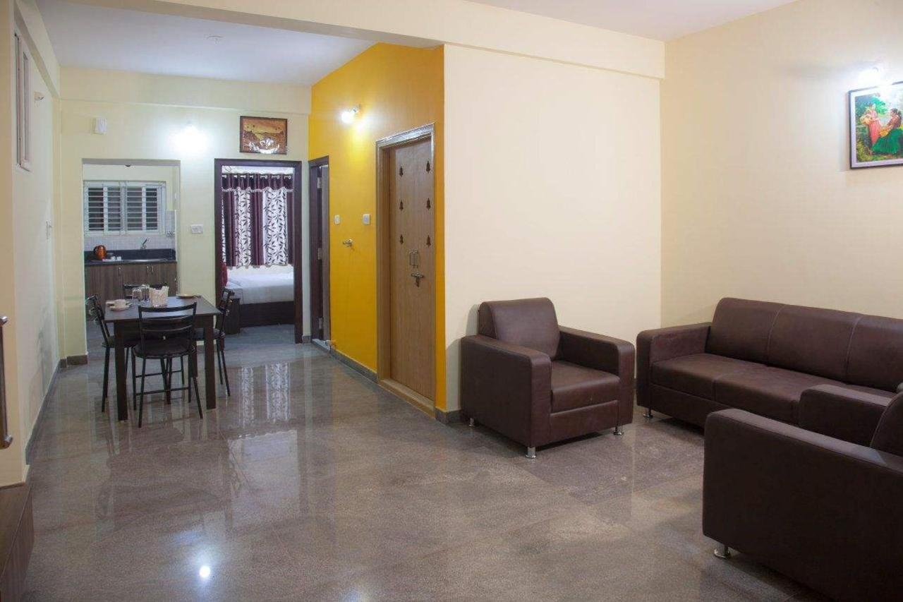 Tranzotel Phòng khách.JPG