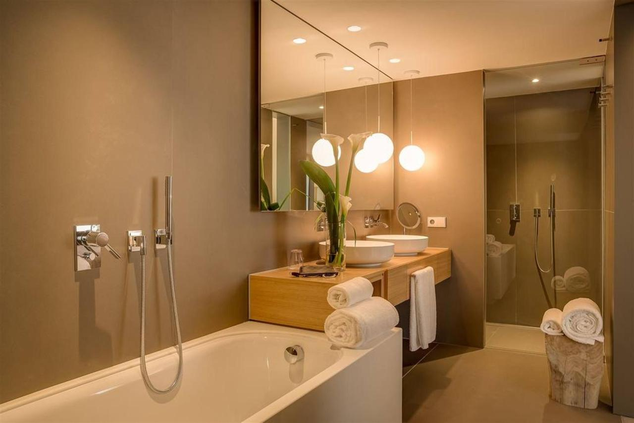junior-suite-bathroom2.jpg.1024x0.jpg