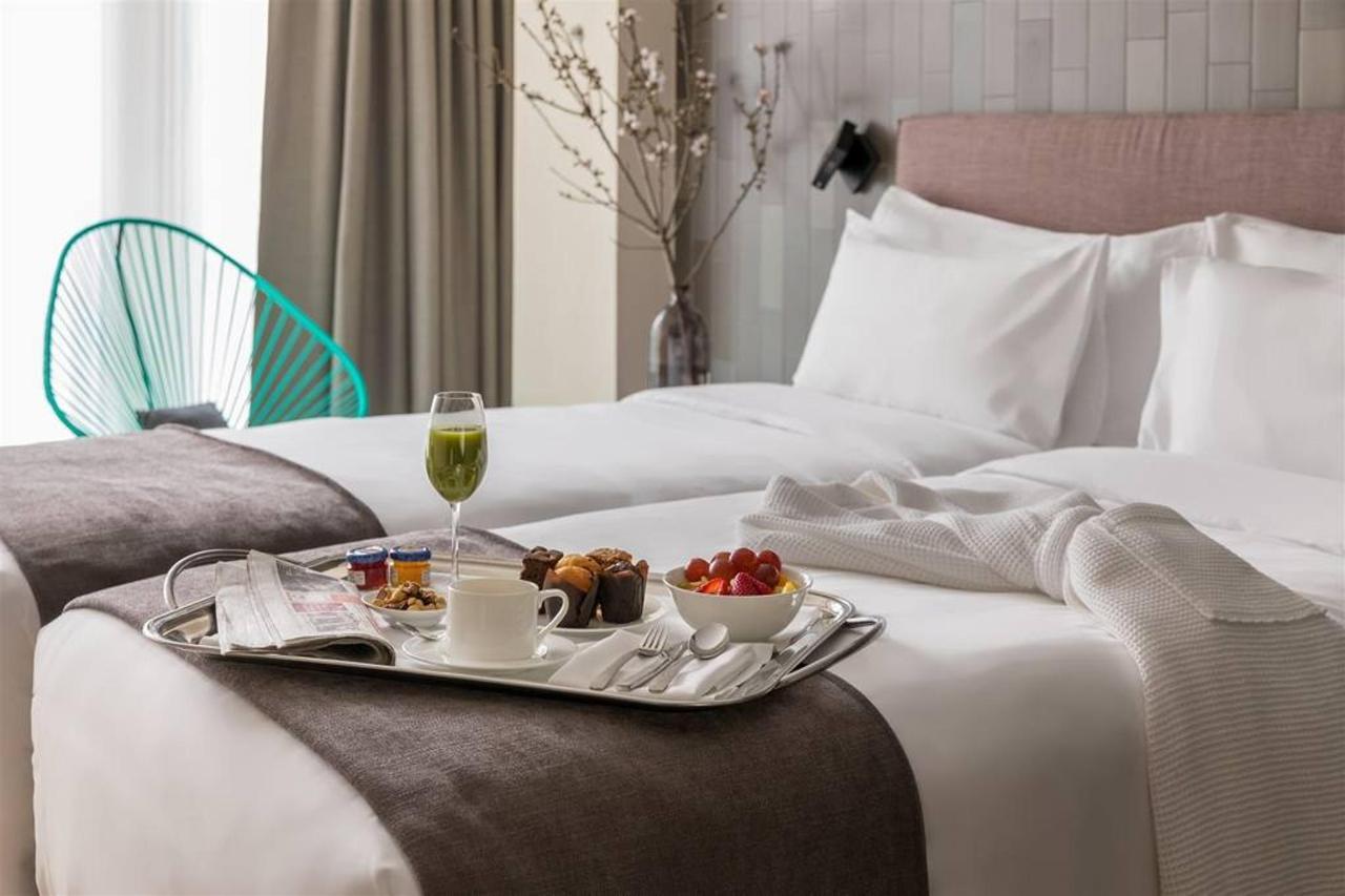 room-service_twin.jpg.1024x0.jpg