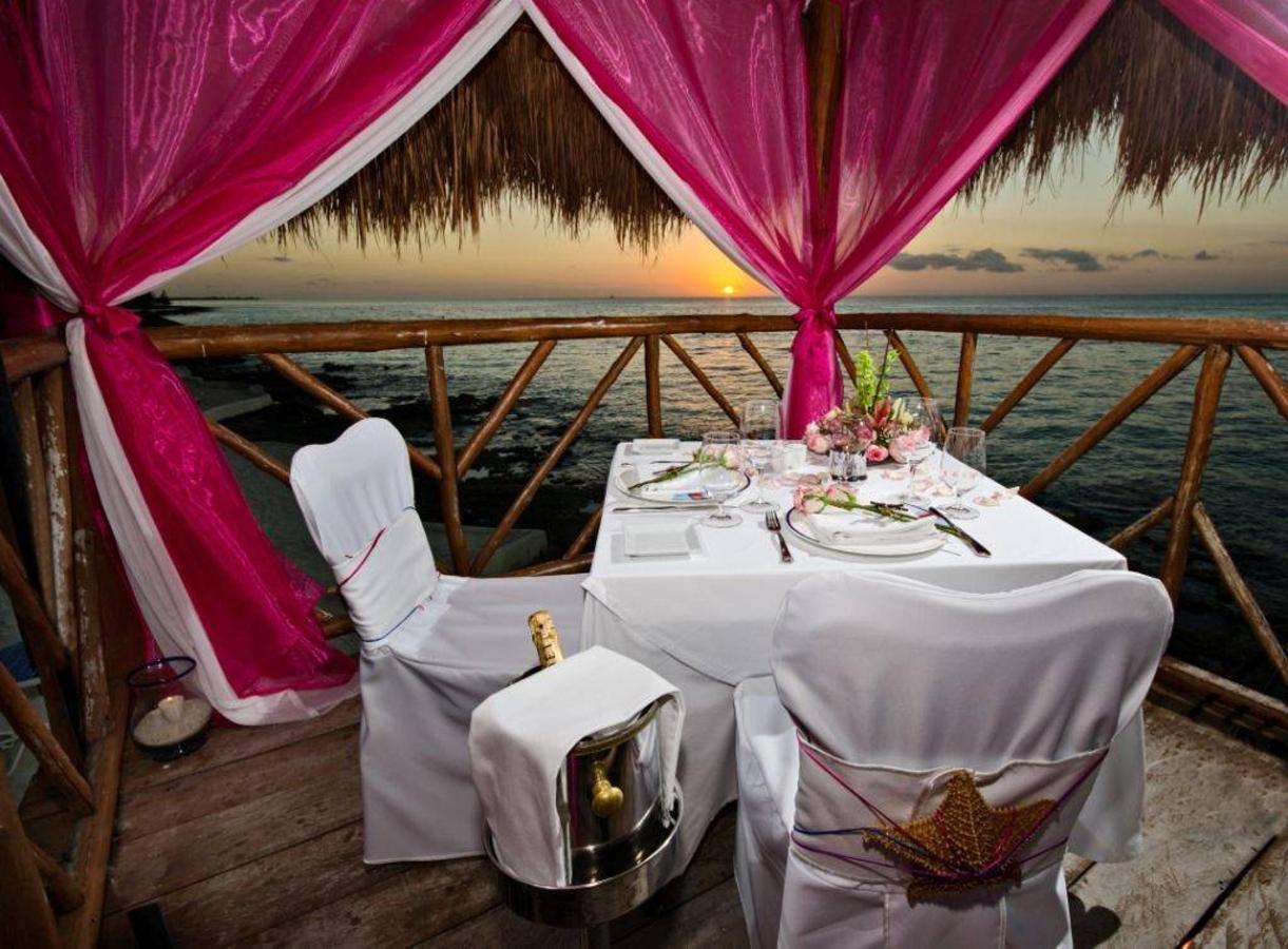 romantic dinner.jpg.1024x0.jpg