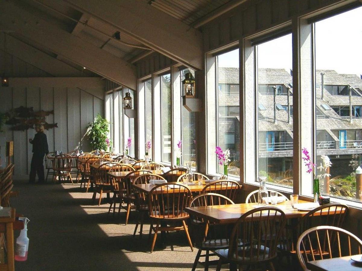 dining-room.jpg.1920x0.jpg