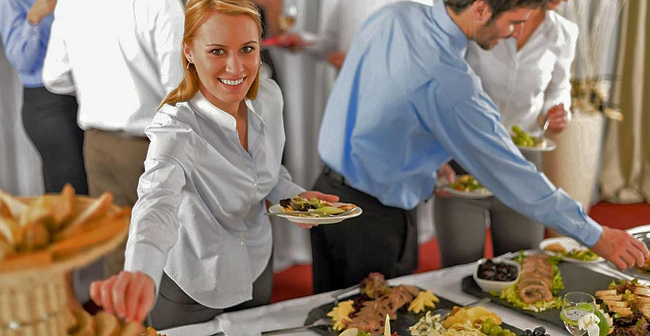 meetings-buffet-lunch-1.jpg.1920x0.jpg