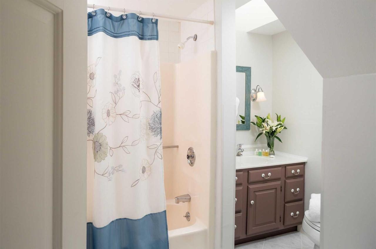 guestrooms-sutcliffes-2.jpg.1920x0.jpg
