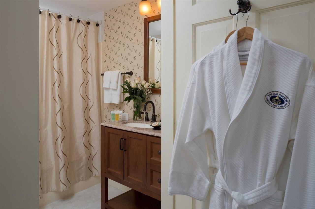 guestrooms-chatham-1.jpg.1920x0.jpg