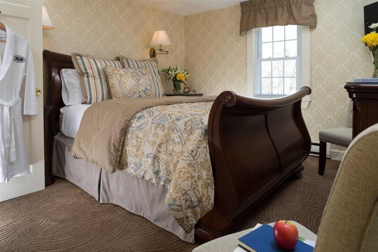 guestrooms-chatham.jpg.1920x0.jpg