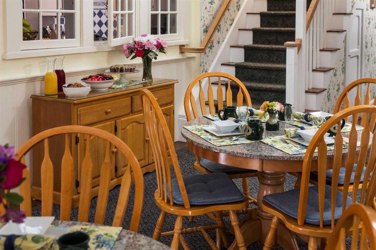 old-harbor-inn-interiors-breakfast-room-june-2016.jpg.1920x0.jpg