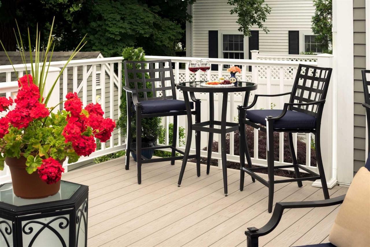 old-harbor-inn-exterior-back-porch-june-2016-1.jpg.1920x0.jpg