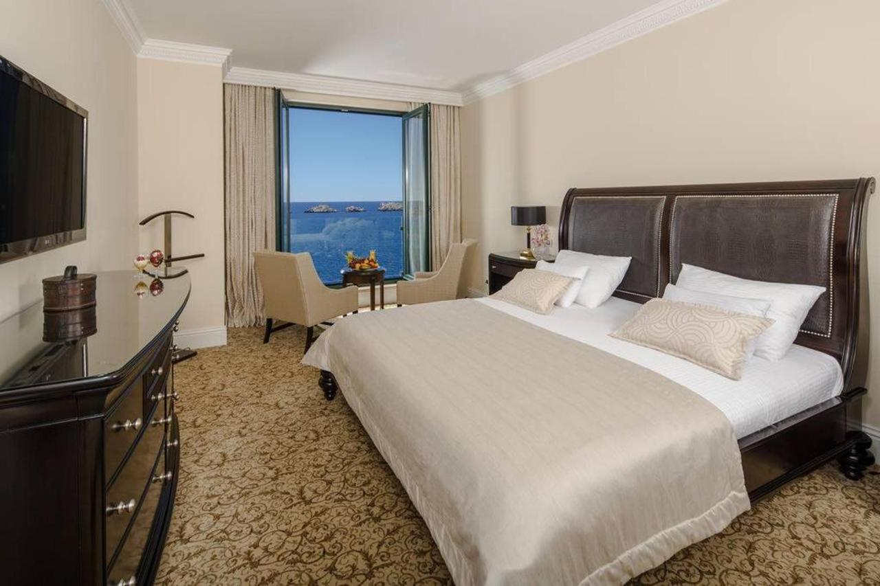 Deluxe King Room with Sea View.jpg