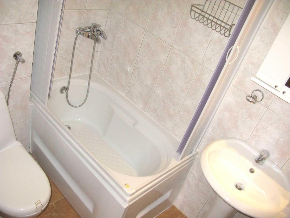 TRPL room - bathroom.JPG