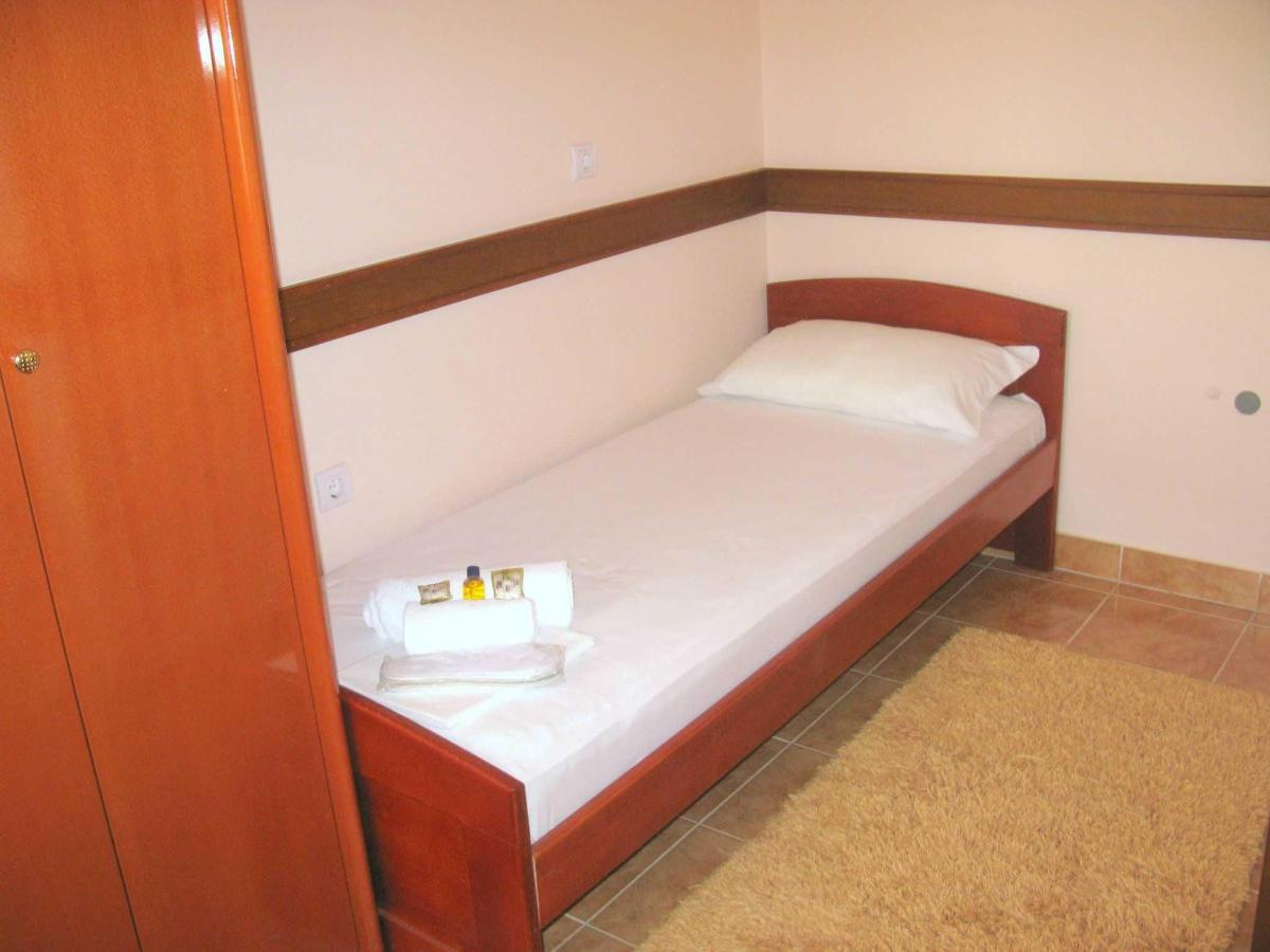 TRPL room - single bed.JPG