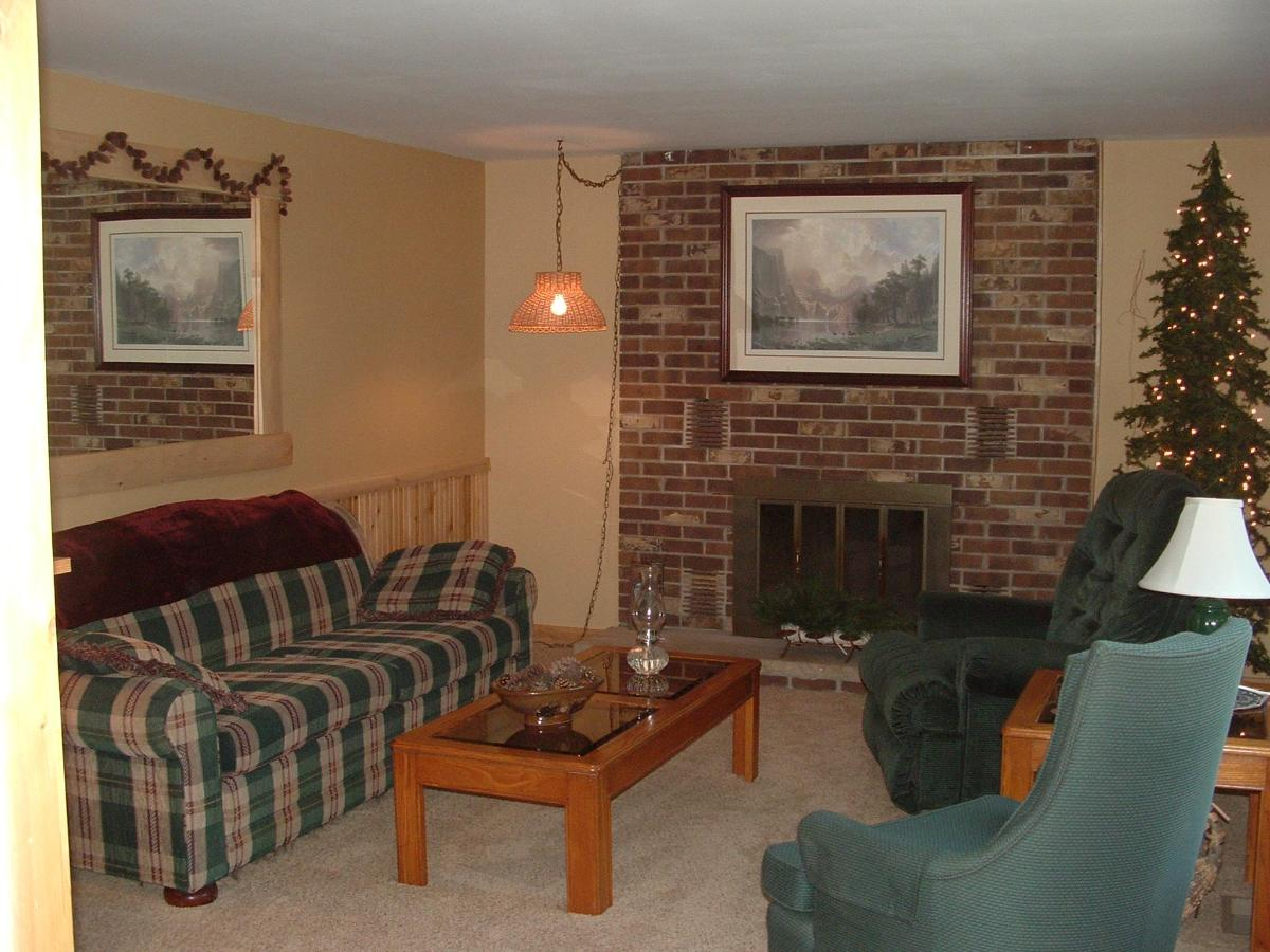 Cabin Living room.JPG