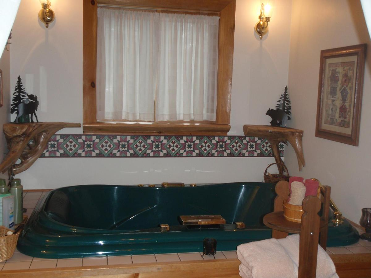 Cedar whirlpool tub.jpg