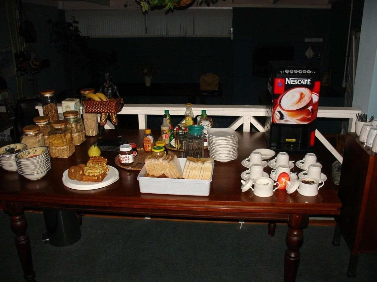 Breakfast table + coffe machine