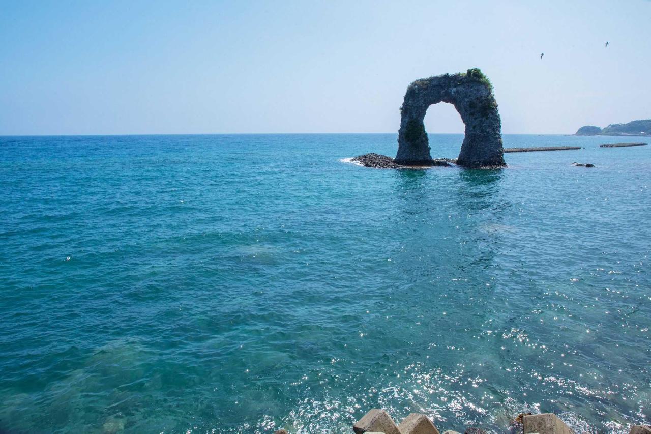 奥尻の景観「なべつる岩」