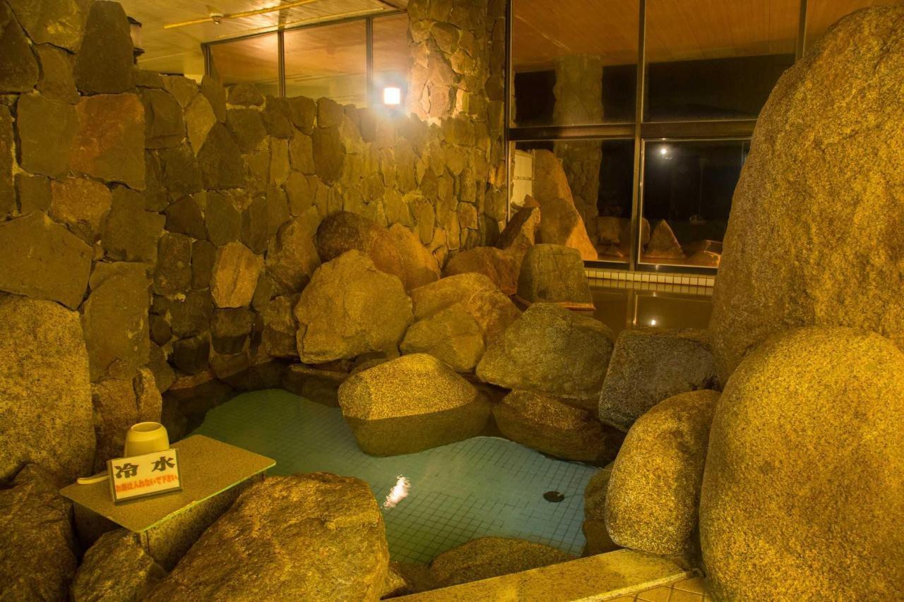 【温泉】成分含有量が通常の単純泉の約24倍あり、美肌効果抜群の明礬も浮く刺激の強い温泉です