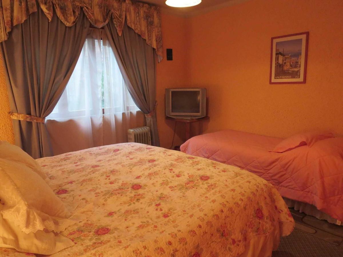 a2-dbl-room-1-sgl-bed.JPG