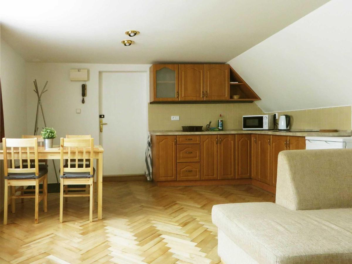 2 Bedroom Attic Apartment -kitchen and dining table