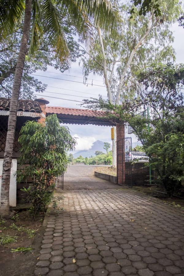 Property  El gigante Volcán San Cristóbal visto desde la entrada a Hoteld Apastepe