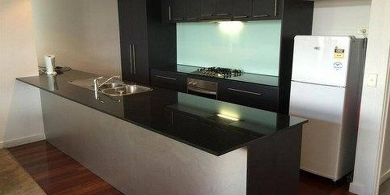 executive-balcony-suite-kitchen-8.JPG