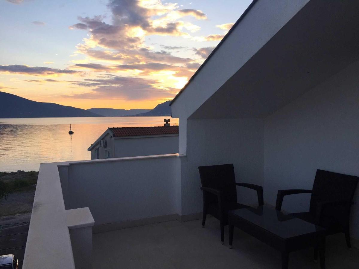Terrace, Restaurant, Beach and Bar