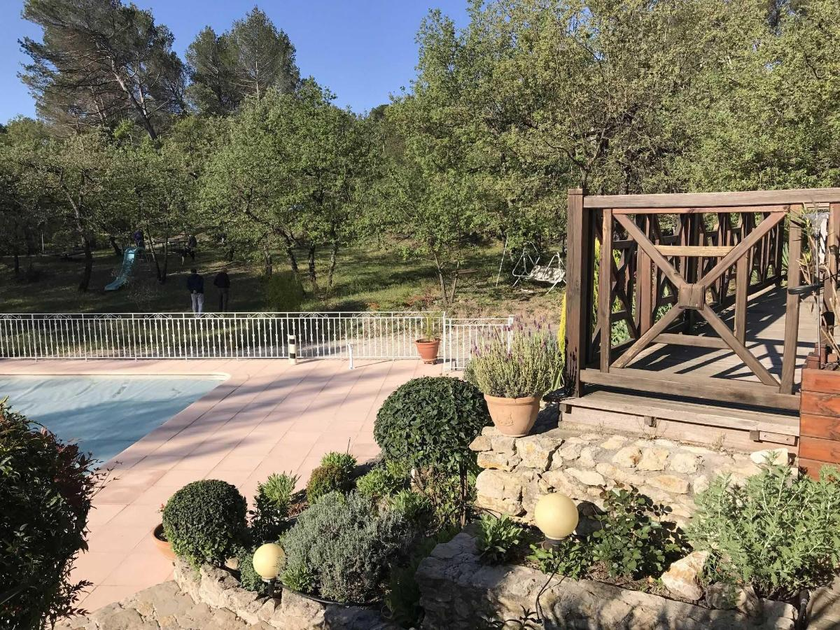 Secured swimming pool and enclosed park of Villa Victoria Aix en Provence