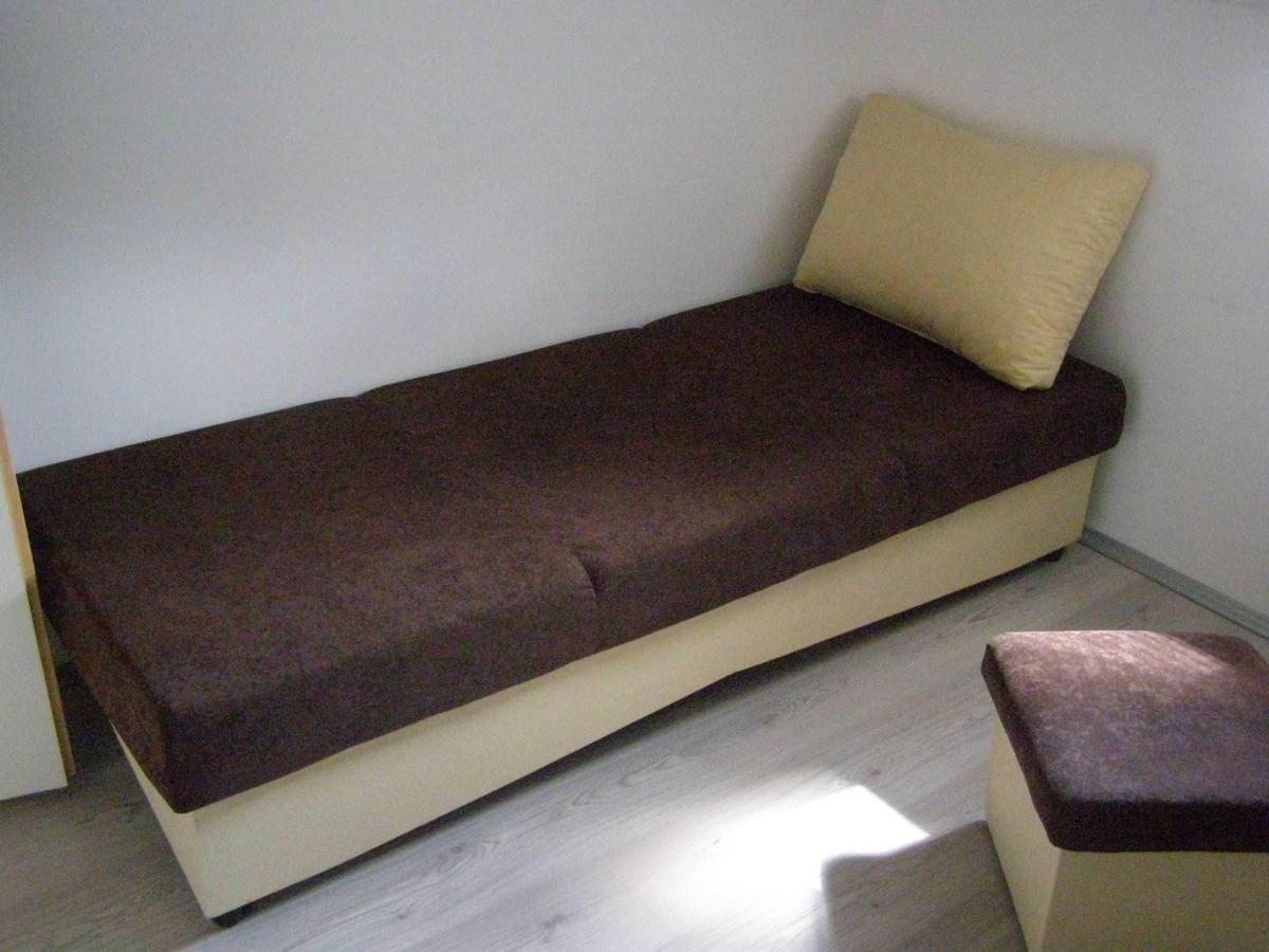 9-room-bed.JPG