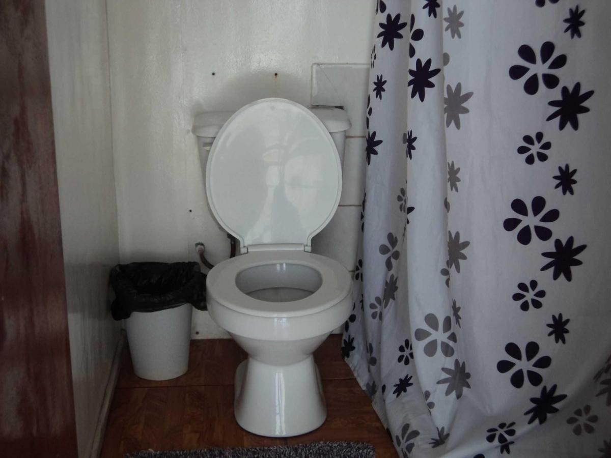 baño de la habitacion matrimonial con 2 niños