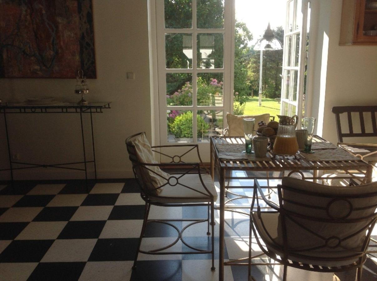 La sala colazione e vista sul giardino