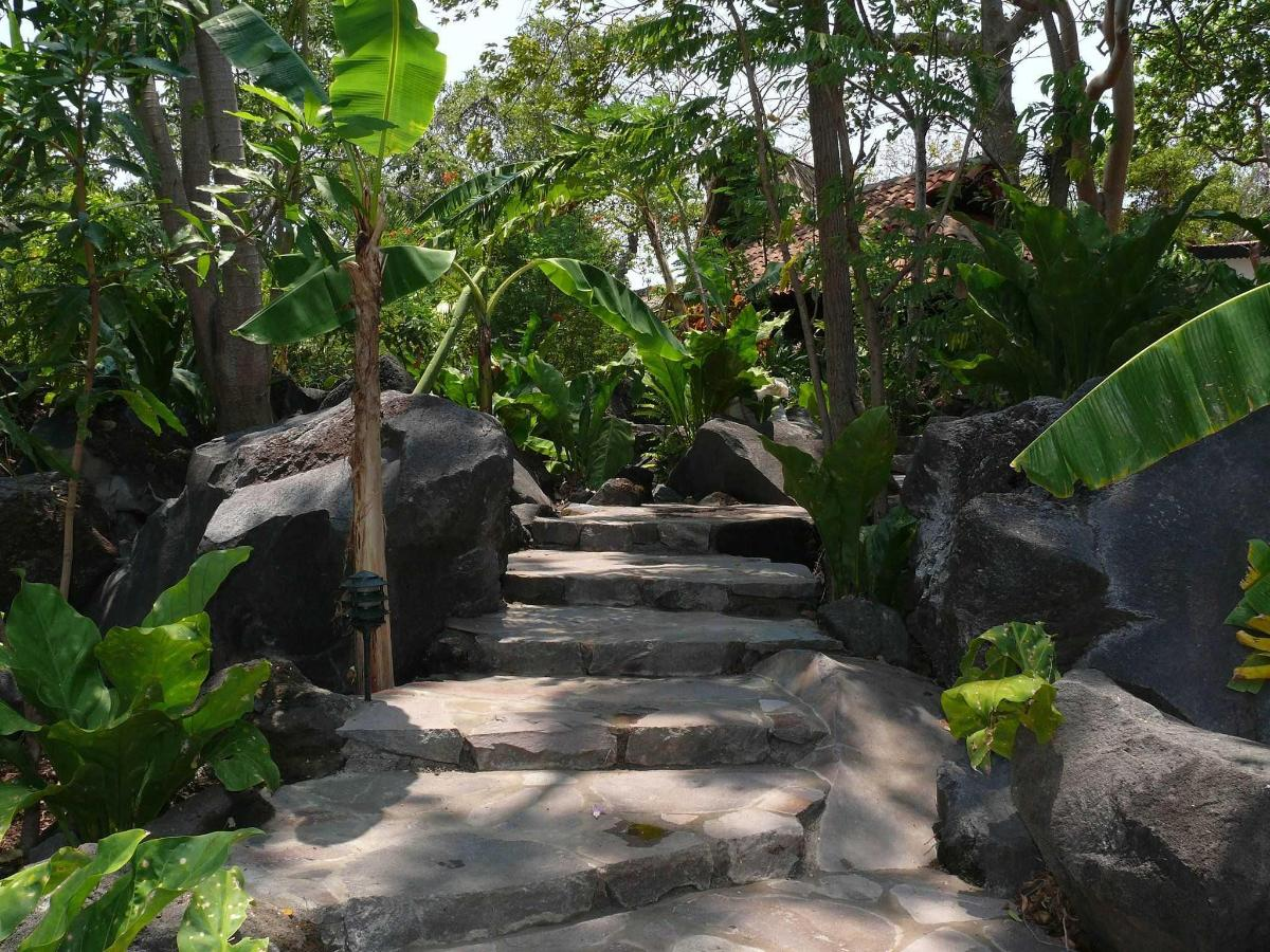 Easy-access paths at Zopango-island