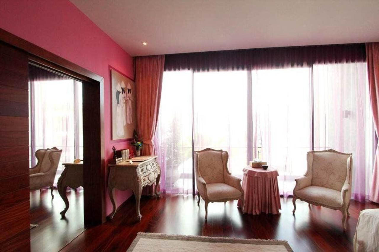 Purple bedroom - French romantic style