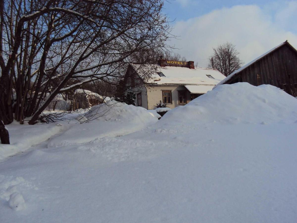 у нас - зимой снега бывает много