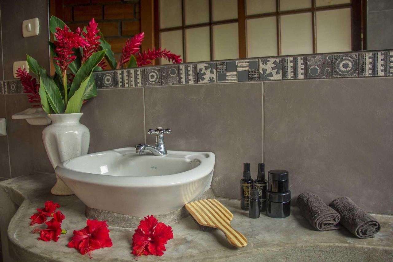 The bathroom, were you can find specials  suggestions of natural products..JPG