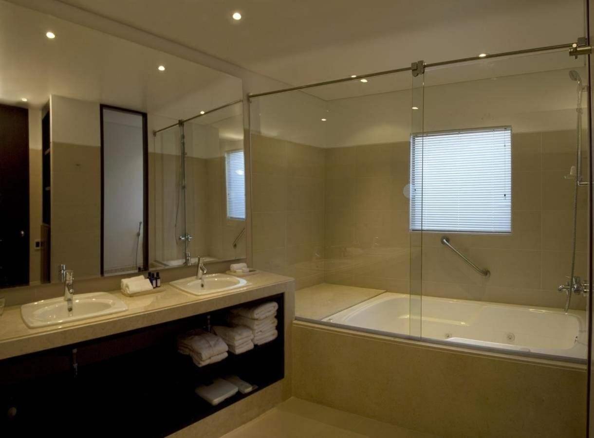 Banho suite.jpg Quarto Empresarial